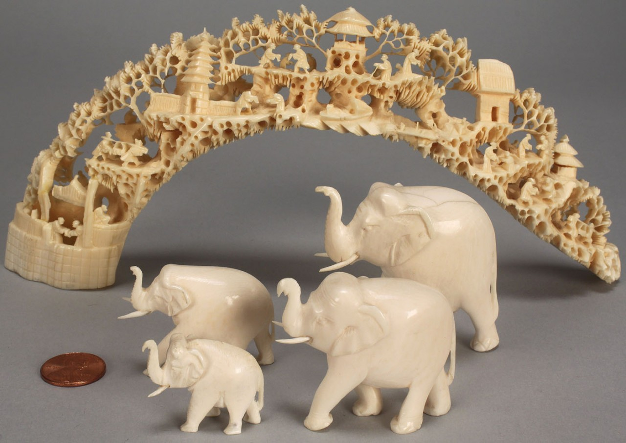Lot 392: 5 pieces carved ivory: bridge and elephants