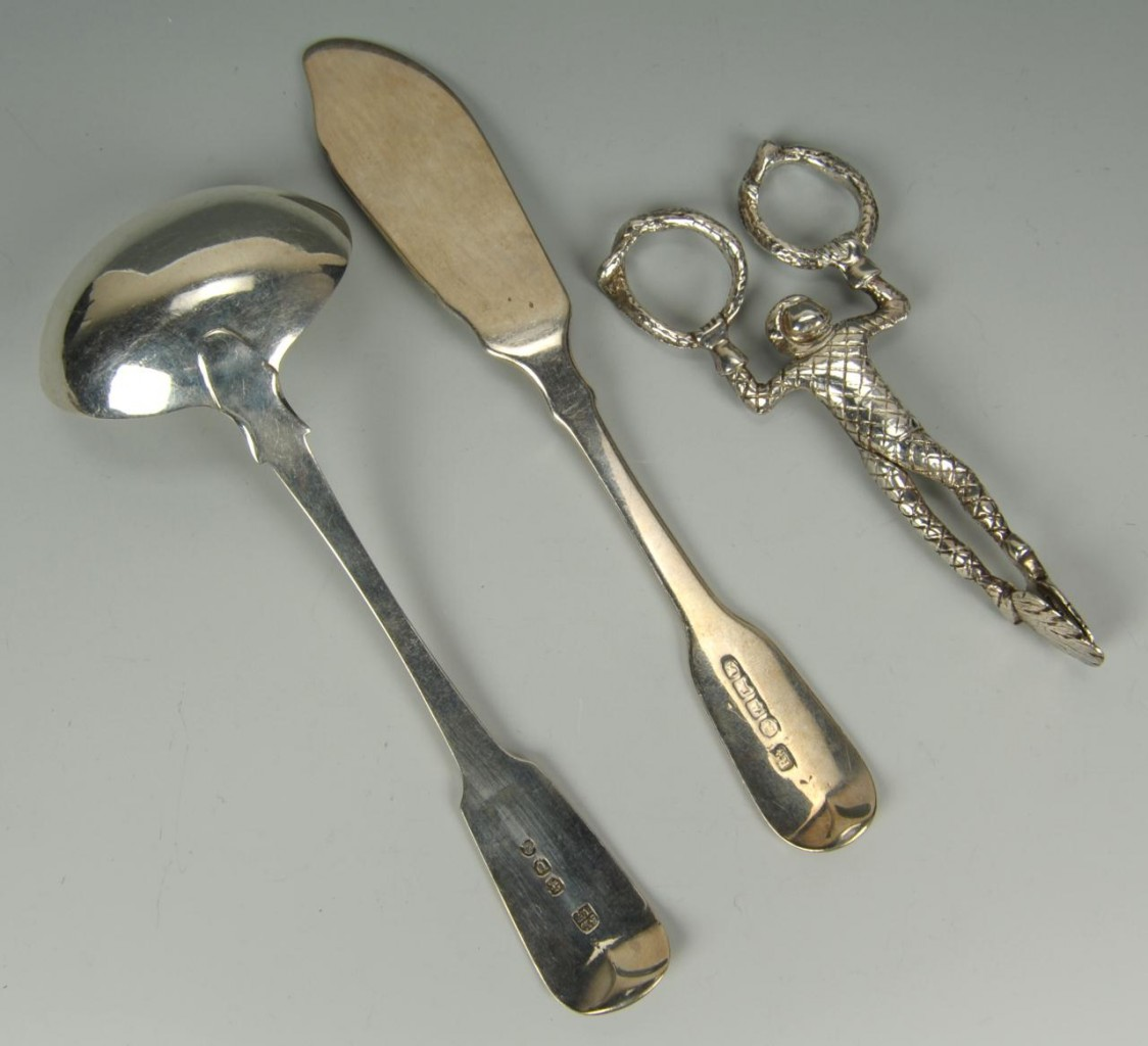Lot 462: 3 English sterling serving items incl monkey tongs