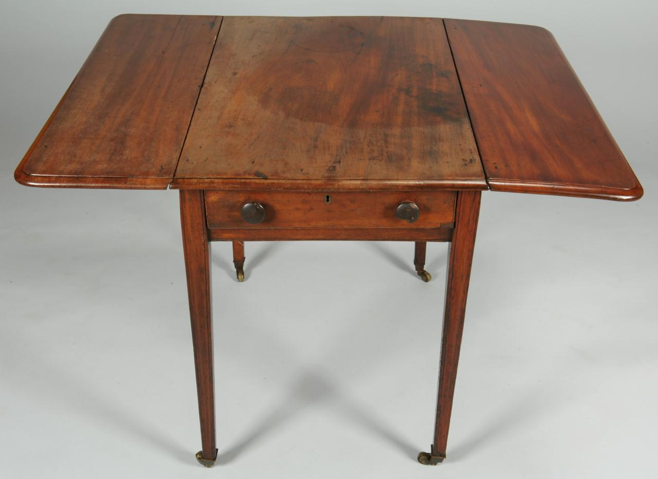 Lot 549: English Pembroke table