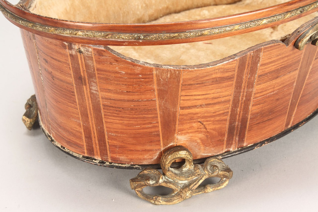 Lot 581: Marquetry basket with assorted sewing notions