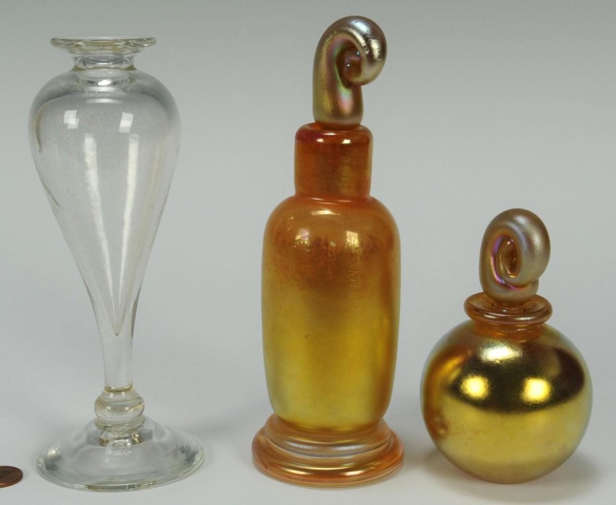 Lot 627: 3 pieces Correia Art Glass