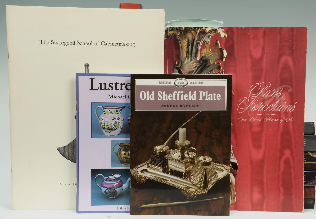 Lot 675: 15 Books On Antiques, Hardcover And Paperback