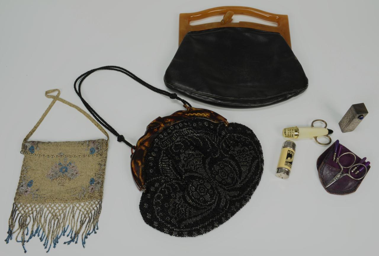 Lot 724: 3 Ladies Vintage Purses & Accessories