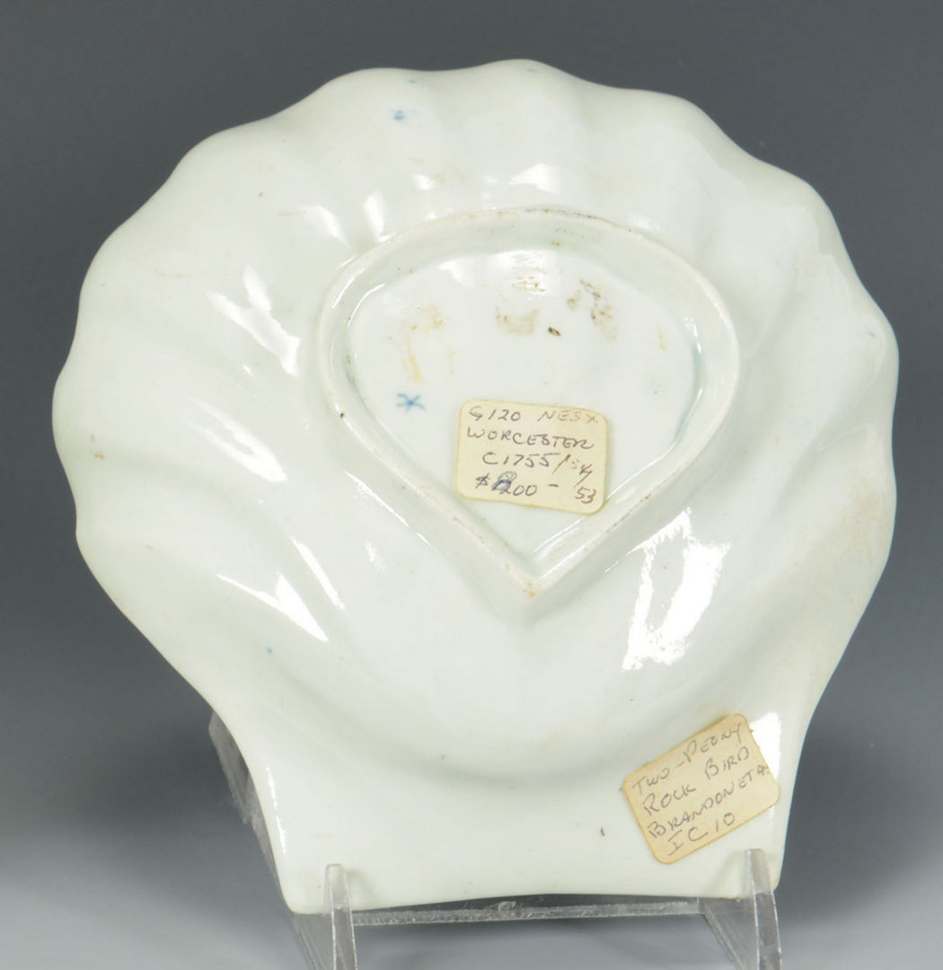 Lot 100: Worcester Dr. Wall Shell form Sweetmeat Dish