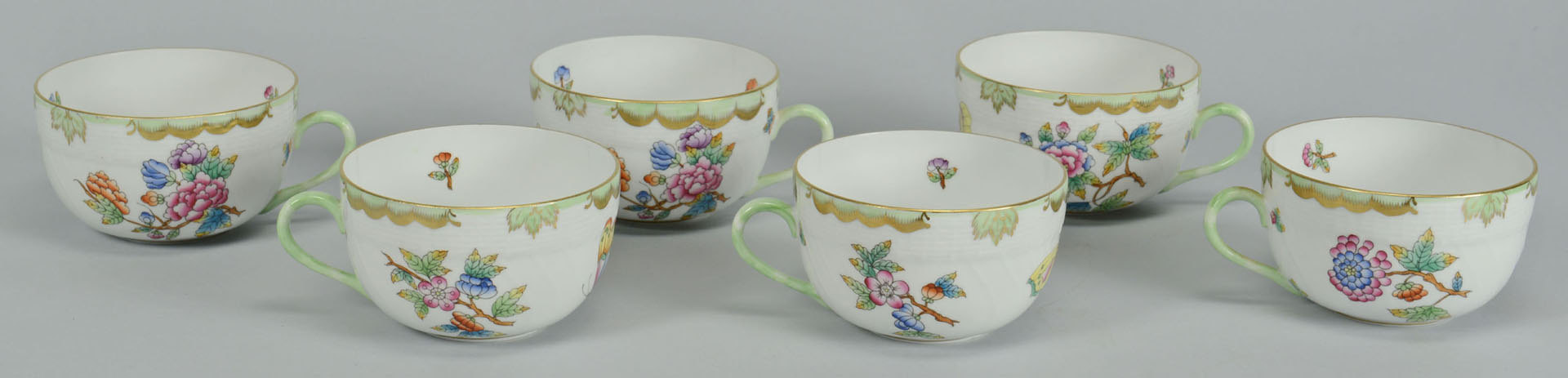 Lot 105: 41 pcs. Herend Queen Victoria Porcelain Dinnerware