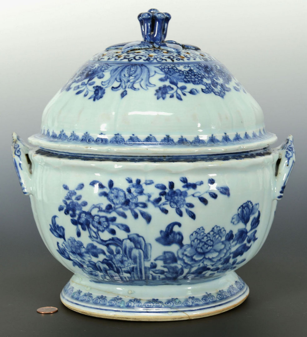 Lot 15: Chinese Export blue and white tureen, pierced cove