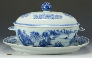 Lot 16: Blue and white Chinese Export oval covered tureen