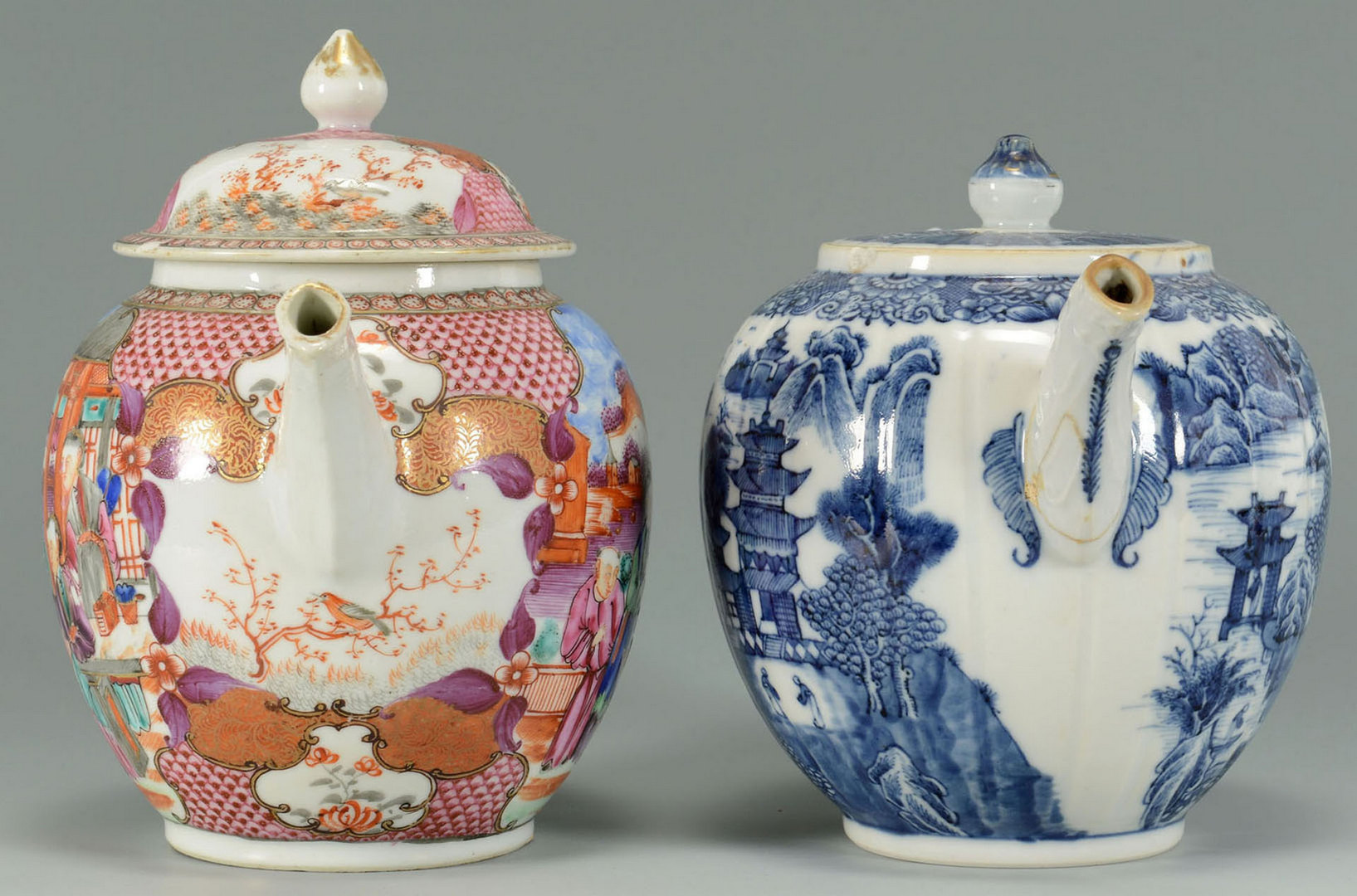 Lot 19: 2 Chinese Export teapots – Famille Rose and Blue a