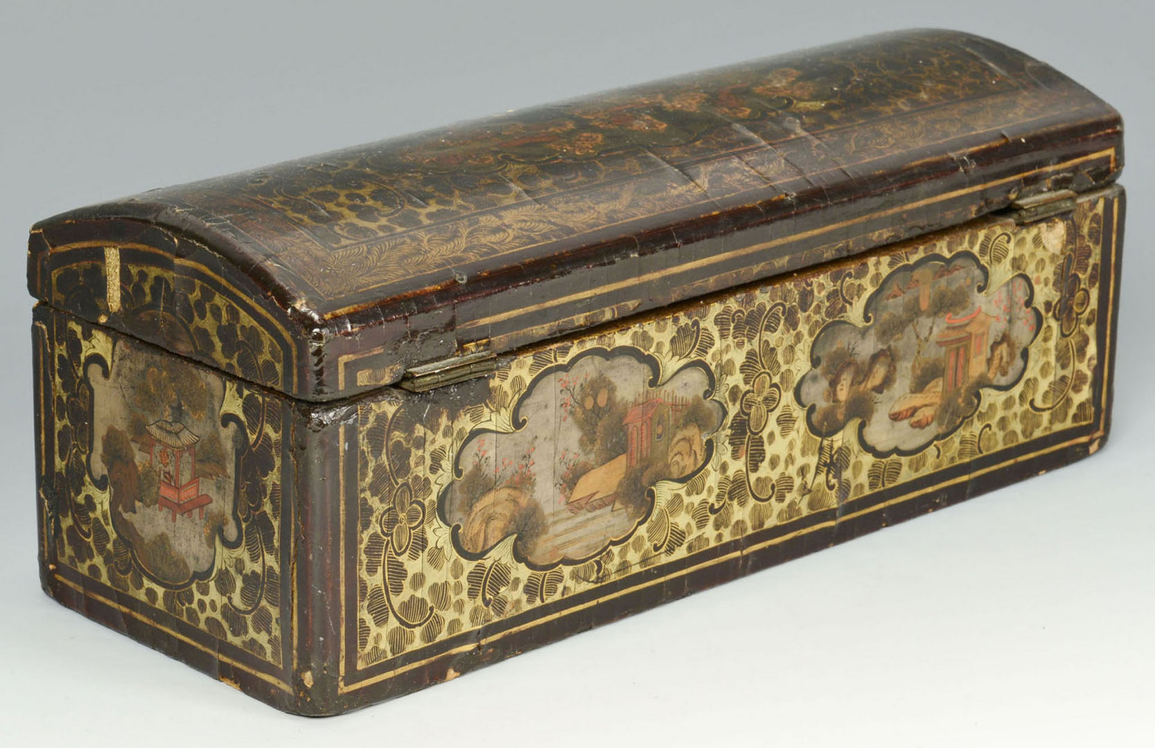 Lot 213: Chinese Export glove box, 19thc.