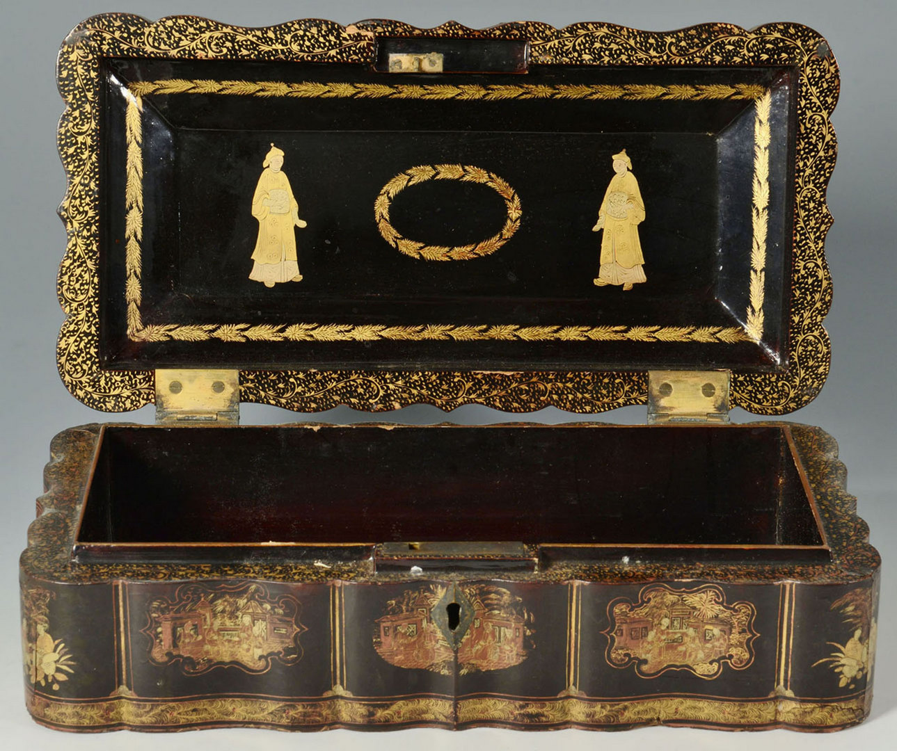 Lot 214: Chinese Export lacquered trinket box