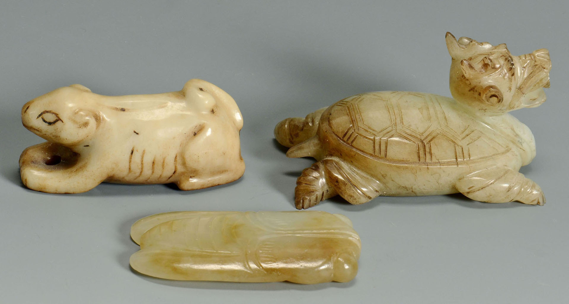 Lot 216: 5 pcs Chinese carved jade: cup, dish, animal figur