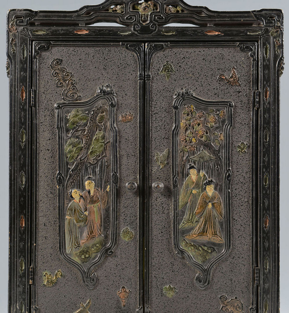 Lot 217: 3 Asian decorative items: lacquer frame, shaker, s