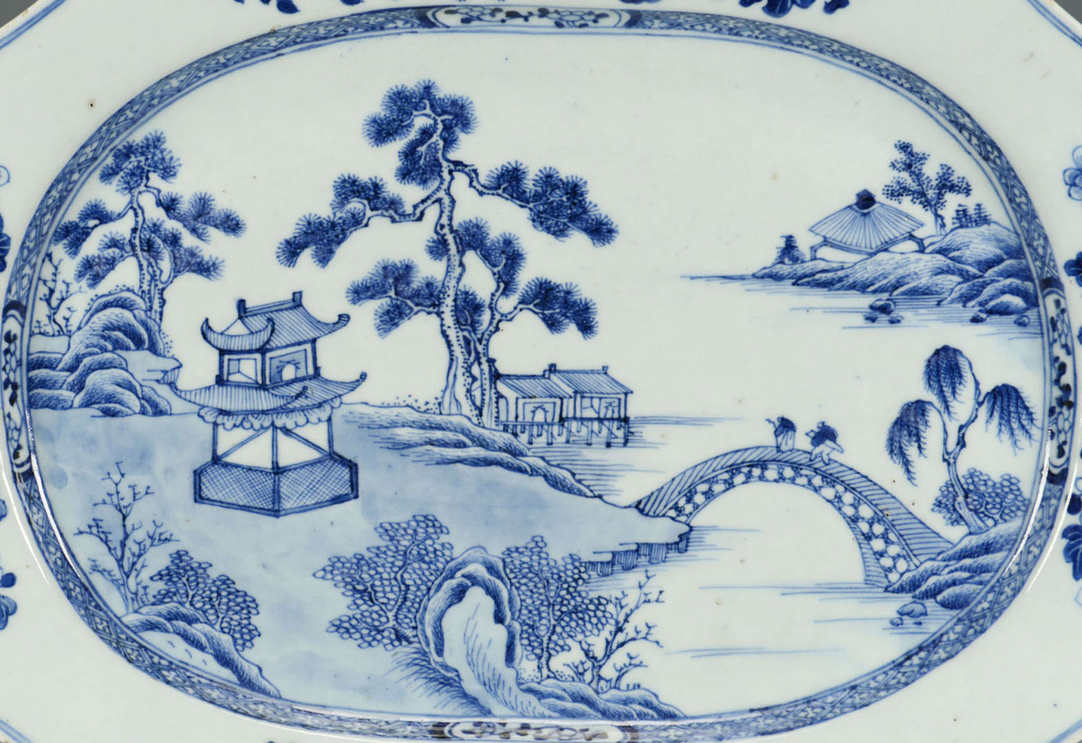 Lot 232: Blue and white tray with lobed octagonal sides