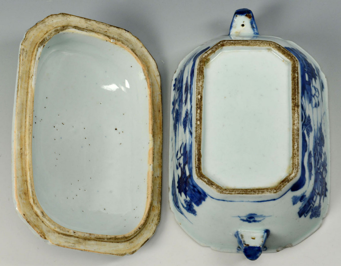Lot 233: Chinese blue and white sauce tureen and salts