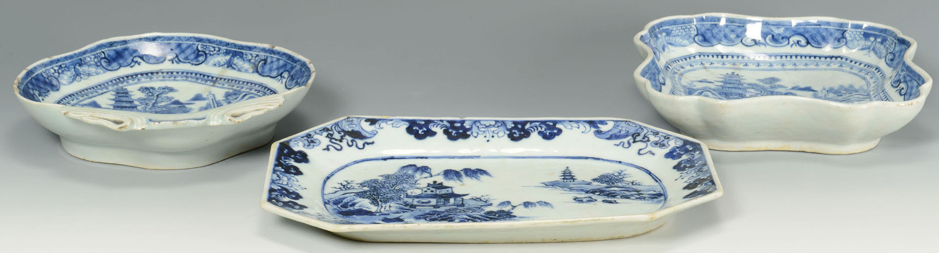 Lot 235: 3 Chinese dishes: small platter, shell and square