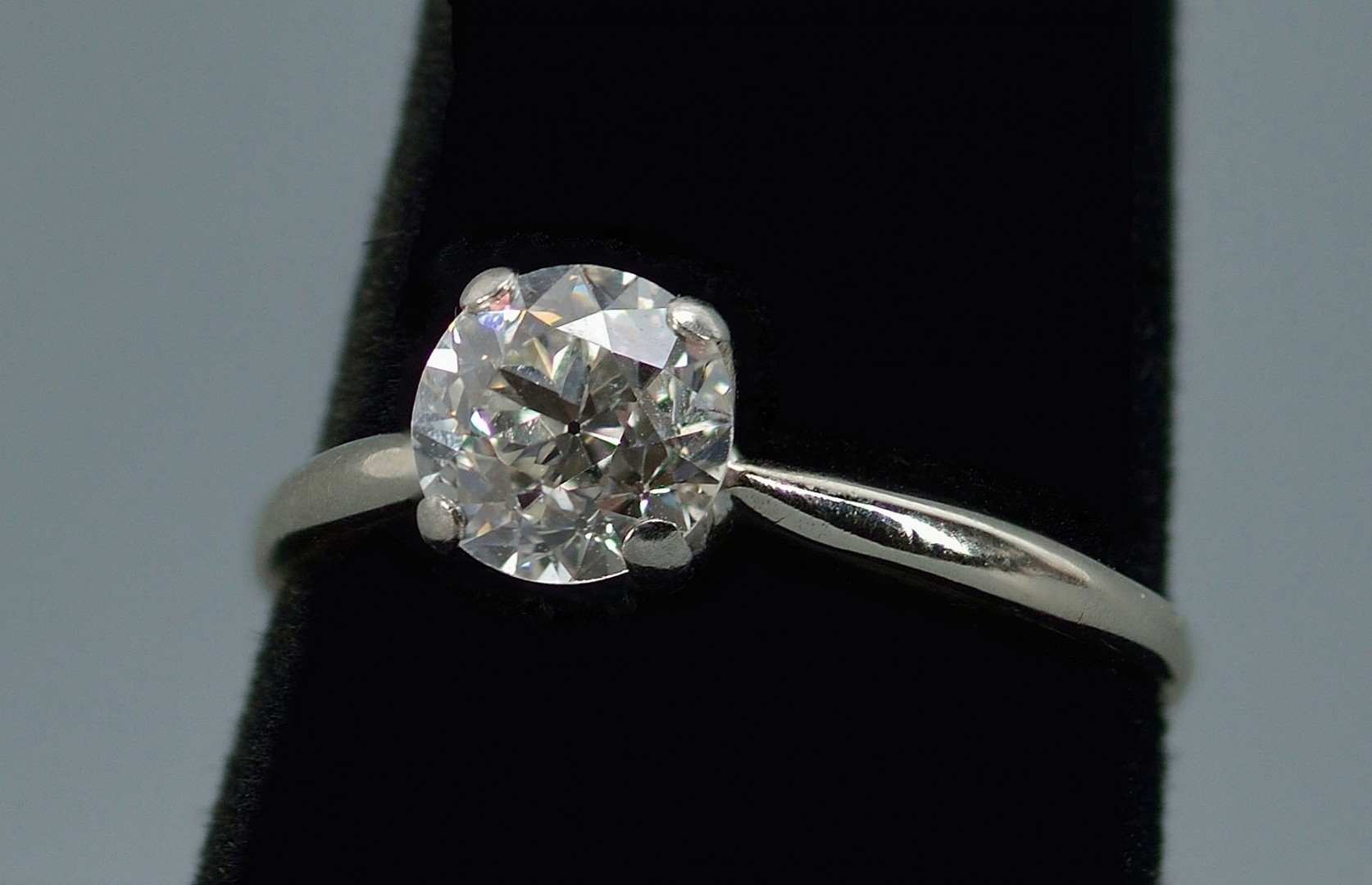 Lot 279: 14k Euro cut Diamond Solitaire Ring, 1.35 ct