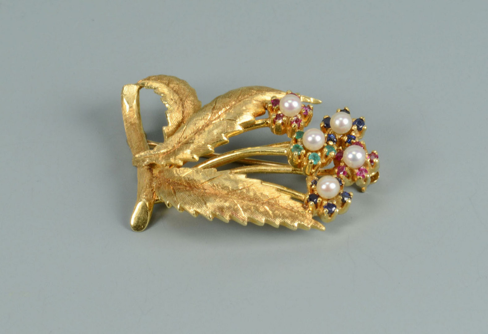 Lot 282: 18k Leaf Spray Pin with Flowers