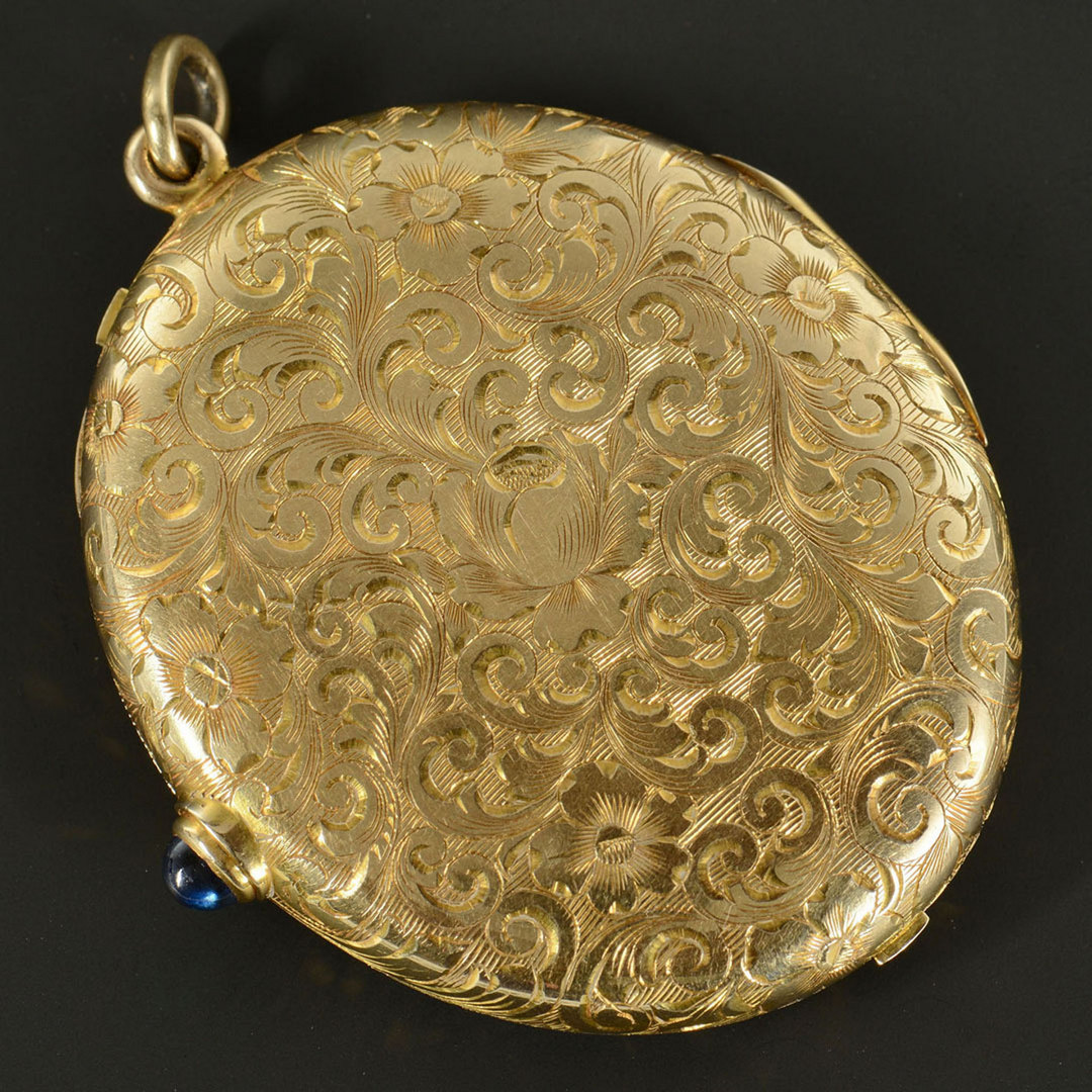 Lot 287: Lady's 14k Gold Necessaire or Compact