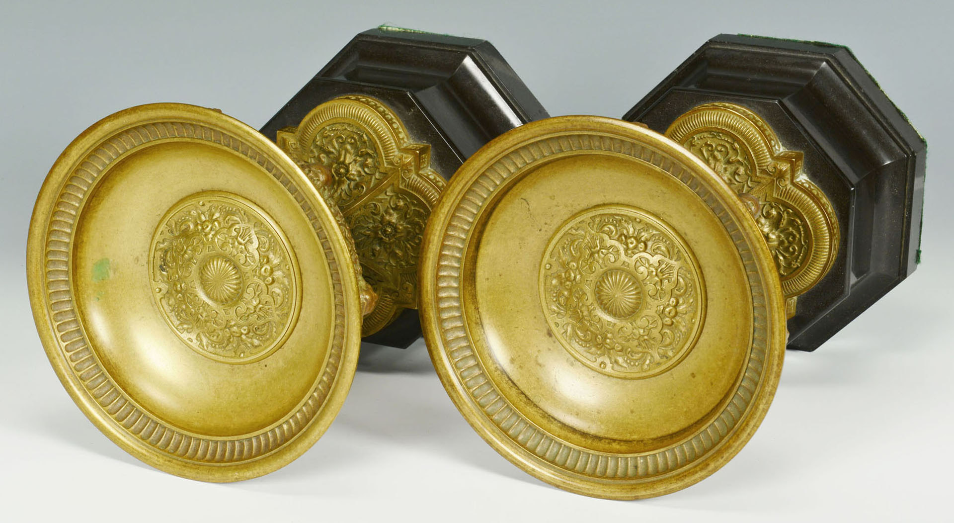 Lot 28: Pr. Classical Bronze Urns Mounted on Black Bases