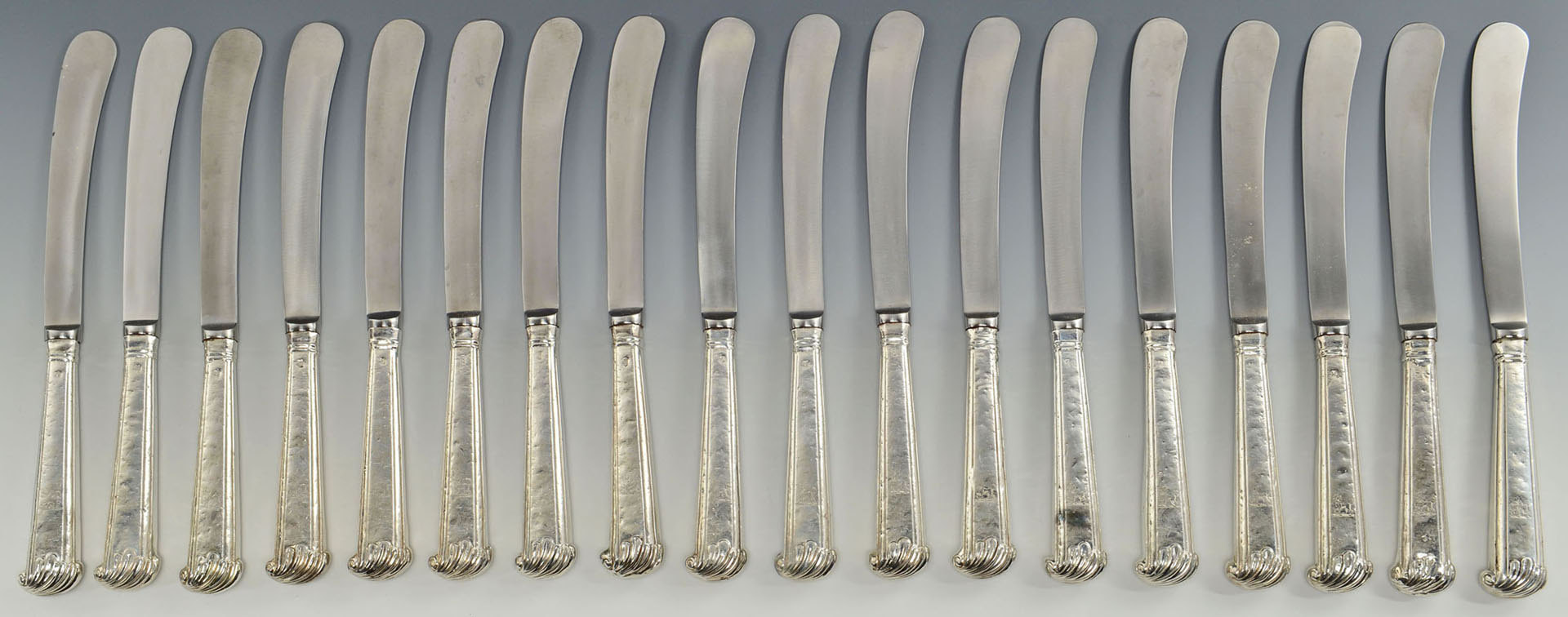 Lot 300: 18 English Sterling Dinner Knives w/dog crest
