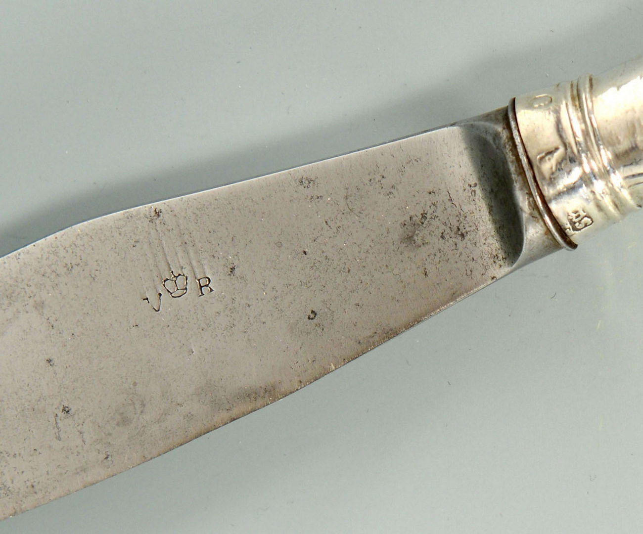 Lot 302: 6 Victorian Sterling Dinner Knives