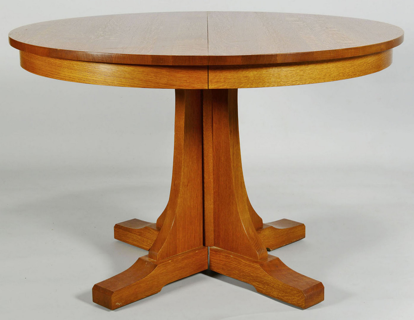 Lot 433 contemporary stickley oak pedestal dining table for Modern oak dining table