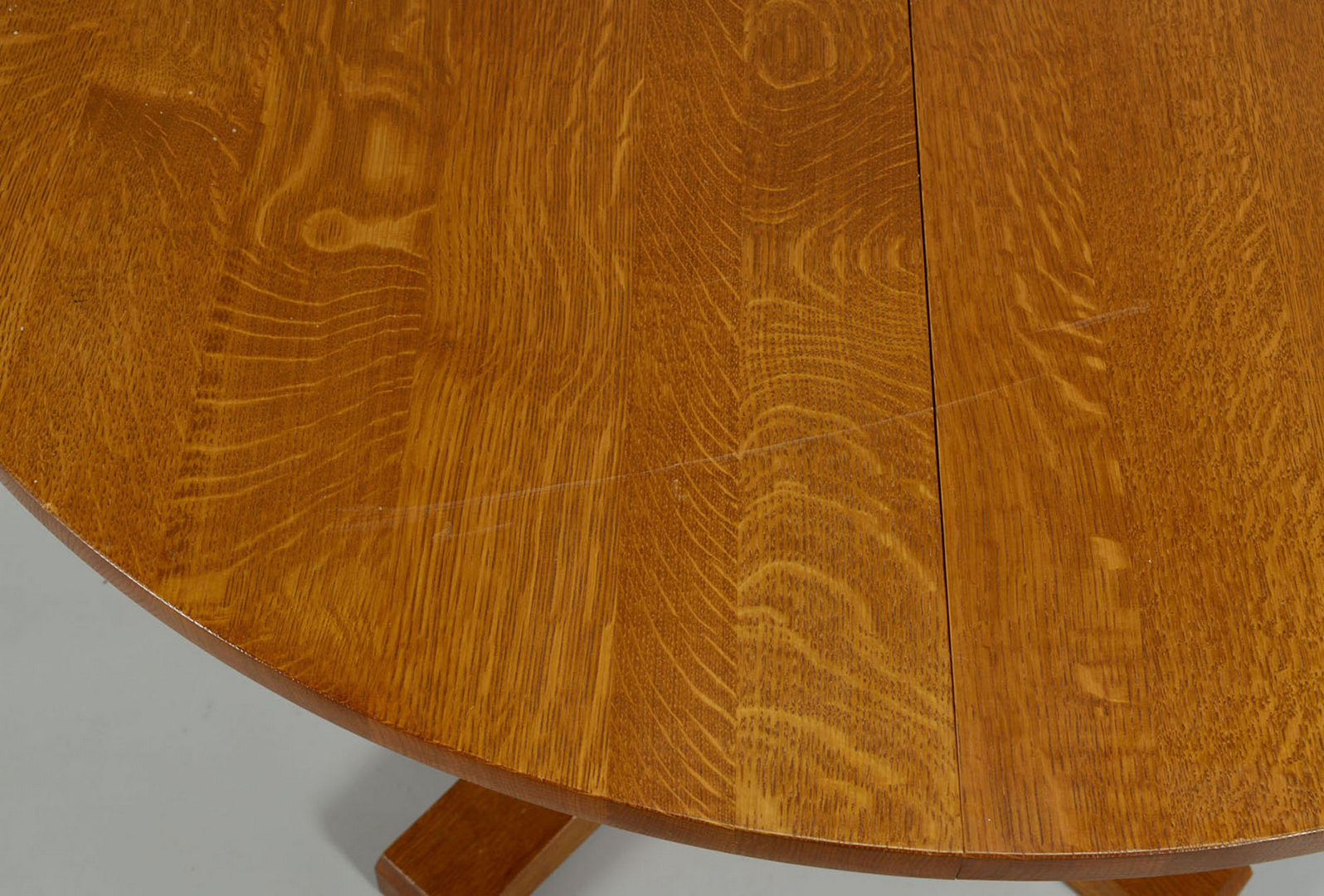 Lot 433: Contemporary Stickley Oak Pedestal Dining Table