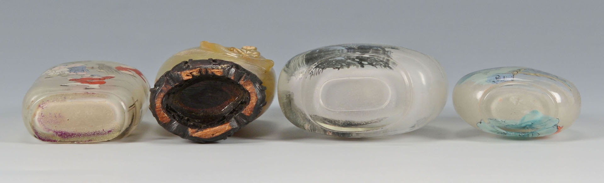 Lot 440: 4 Chinese Glass Snuff Bottles