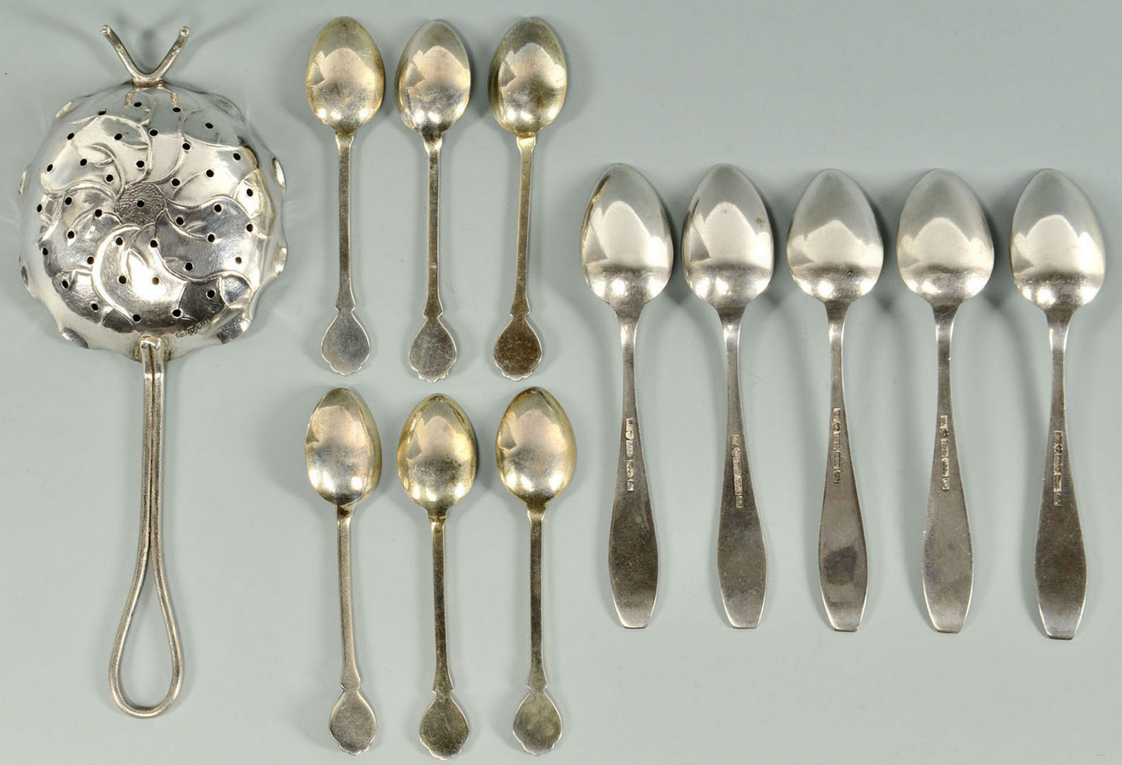 Lot 478: Continental tea Strainer and 12 coffee spoons