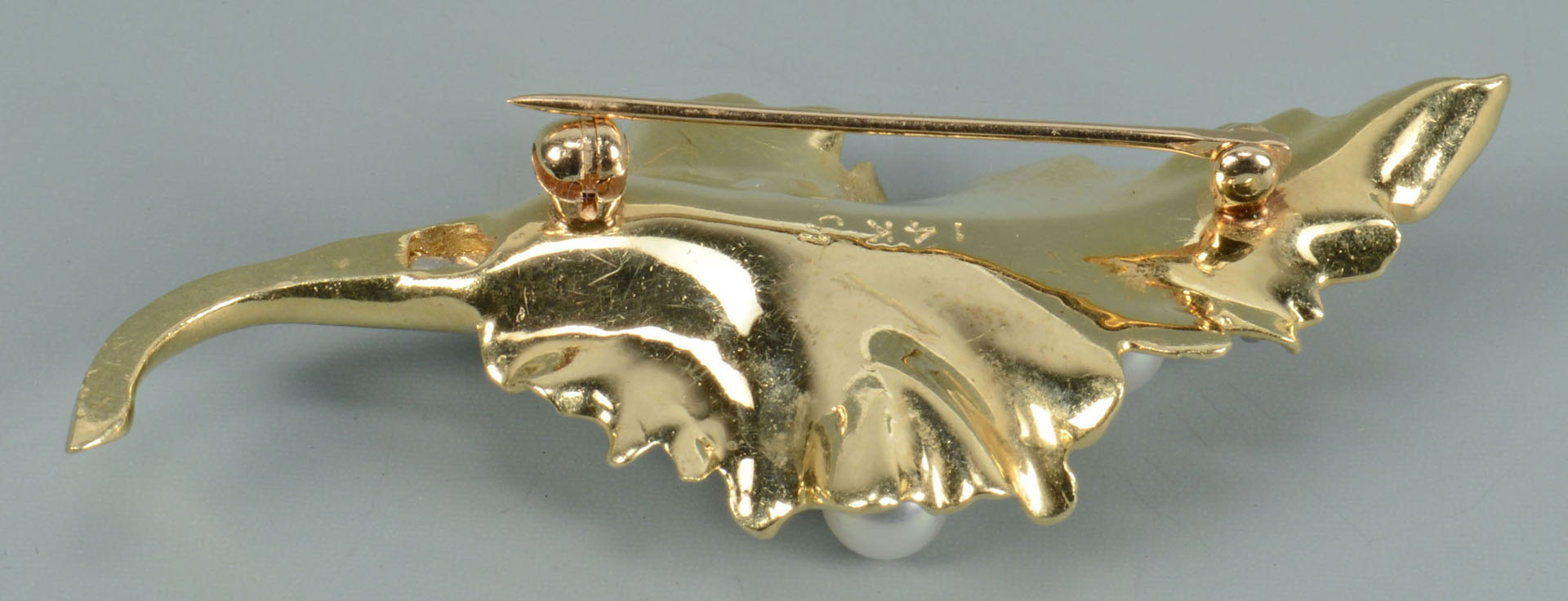 Lot 490: 14k Leaf Pin w/ Sapphires and Pearls