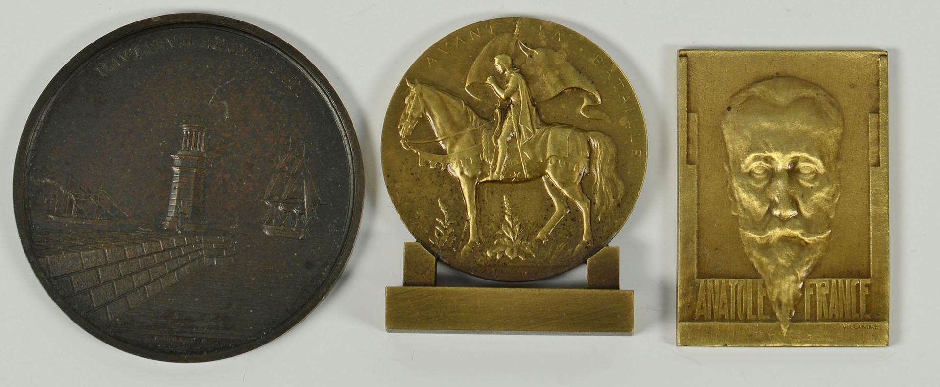 Lot 534: Grouping of Bronze Medals & Military Badges