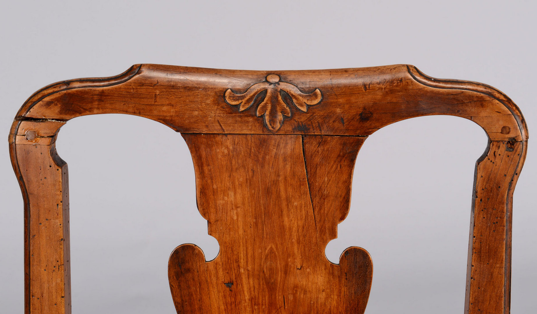 Lot 53: Pr Queen Anne side chairs, serpentine stretchers