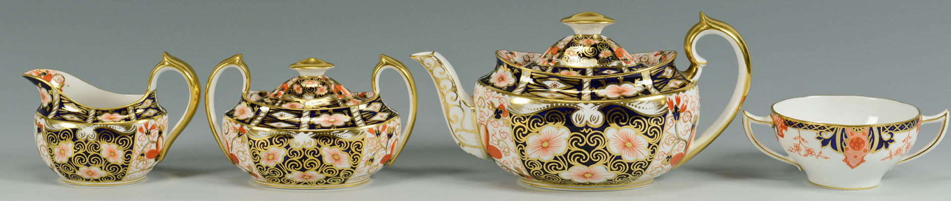 Lot 568: Royal Crown Derby Imari Tea Set