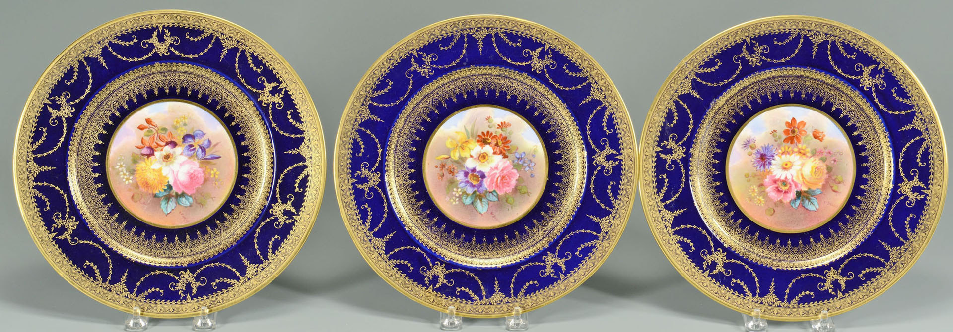 Lot 569: 12 George Jones Crescent & Sons Service Plates, co