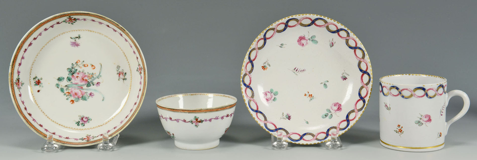 Lot 572: 8 cups and saucers, 18th century