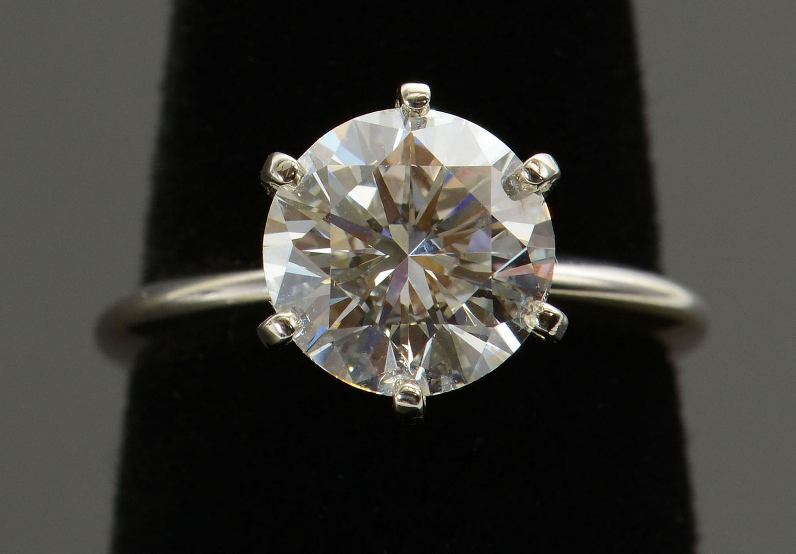 Lot 57: 3.04 ct Round Brilliant Diamond Ring with GIA