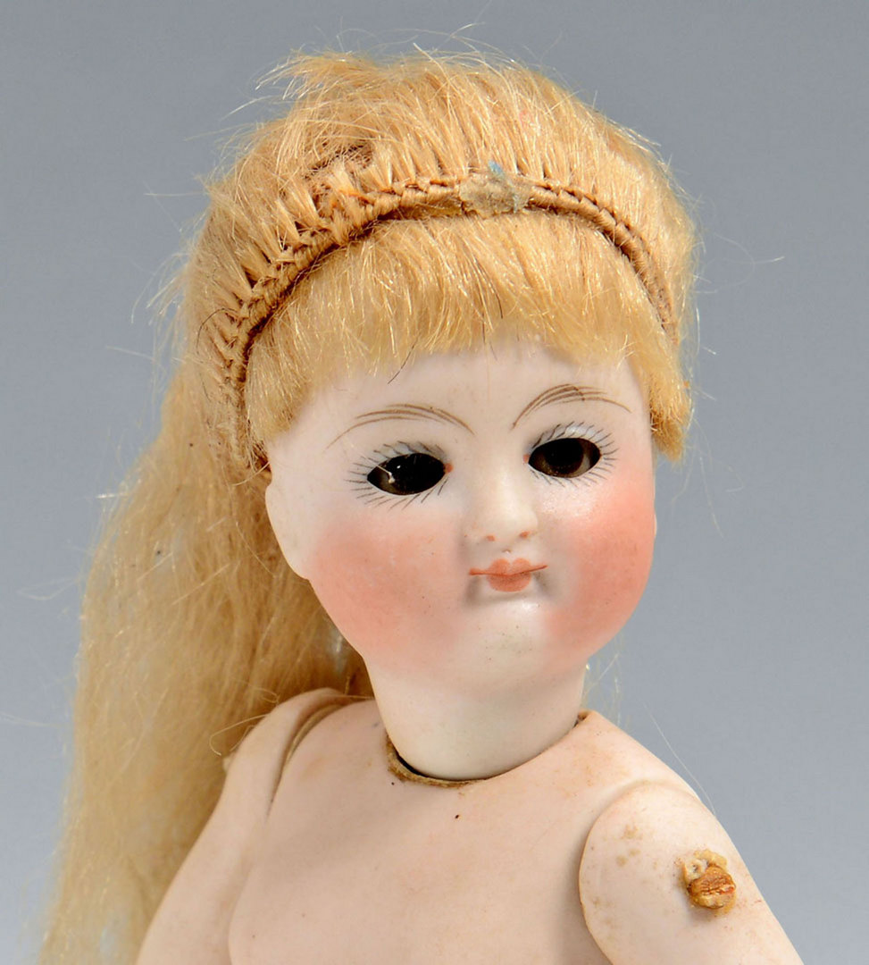 Lot 655: 5 All-Bisque Dolls, mignonette style