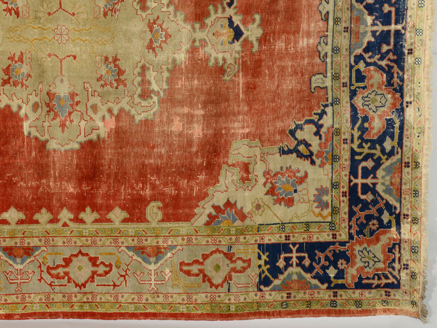 Lot 704: Semi-antique Turkish Ghiordes or Oushak Carpet