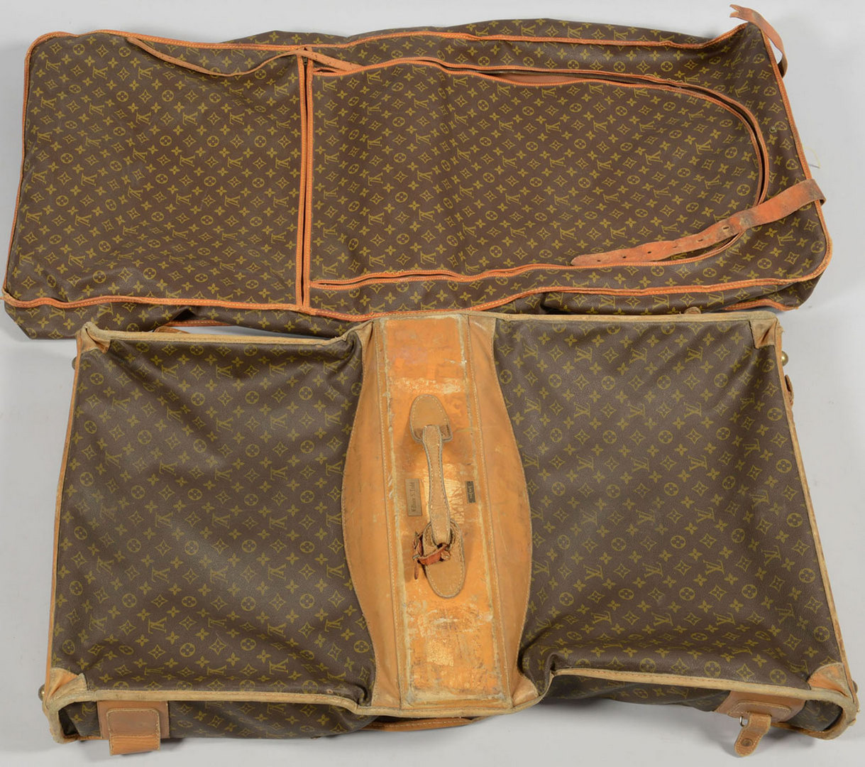 Lot 708: 4 Pieces of Louis Vuitton Luggage