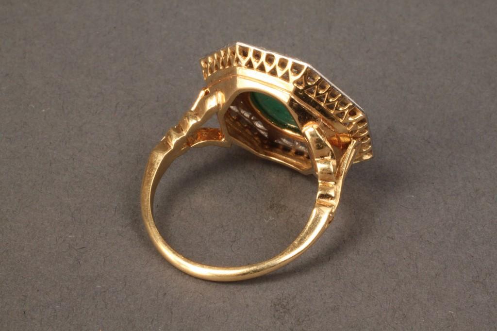 Lot 100: 18K & Platinum, Emerald & Dia. ring, Belle Epoche-style