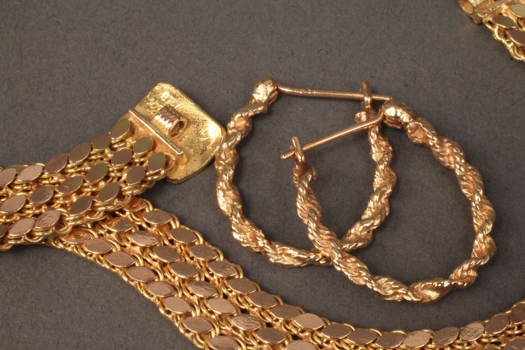 Lot 102: Lot of 2  14K gold jewelry items