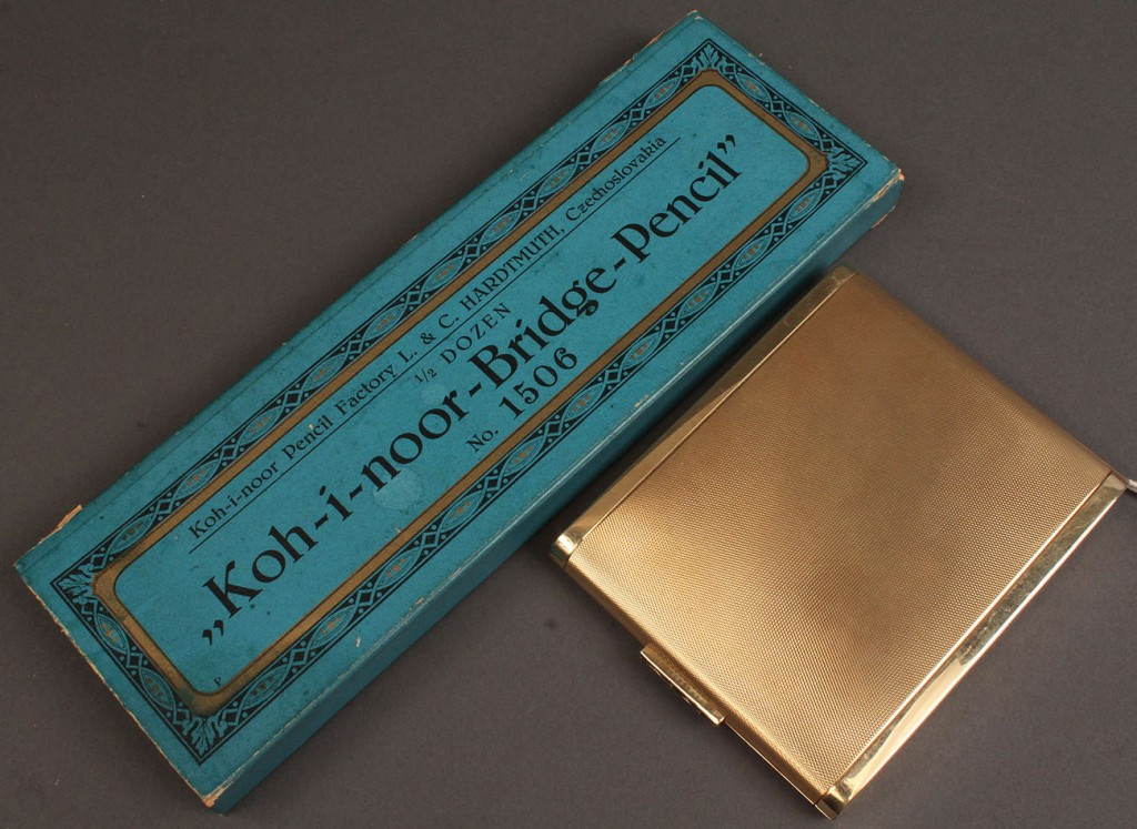 Lot 106: 14K gold case w/ blue stone clasp