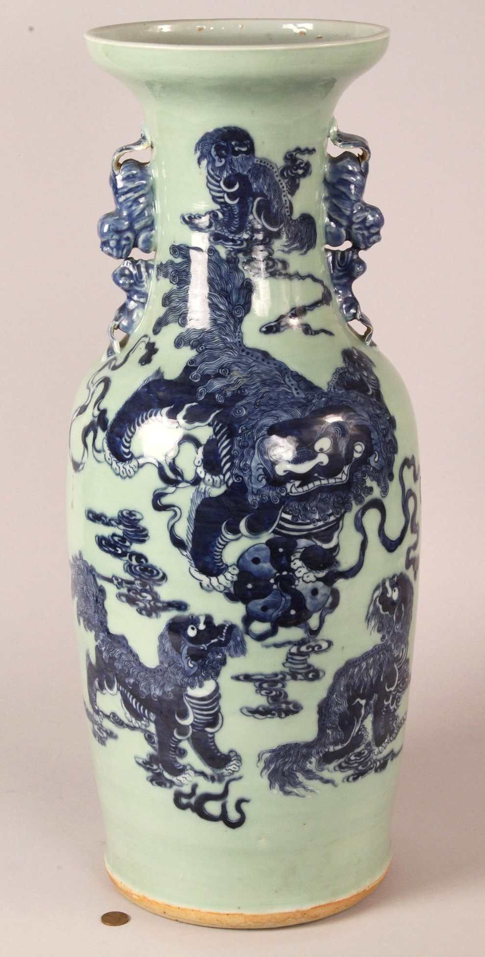 Lot 115 Chinese Temple Vase W Foo Dog Amp Dragon Decoration