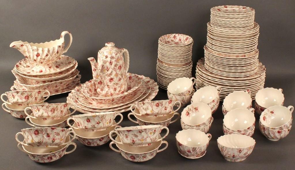 Lot 138: Copeland Spode dinnerware, Rosebud Chintz pattern, 121 pcs.