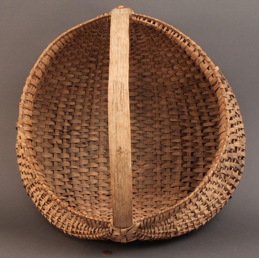 Lot 15: Large splint oak buttocks basket, NC or TN