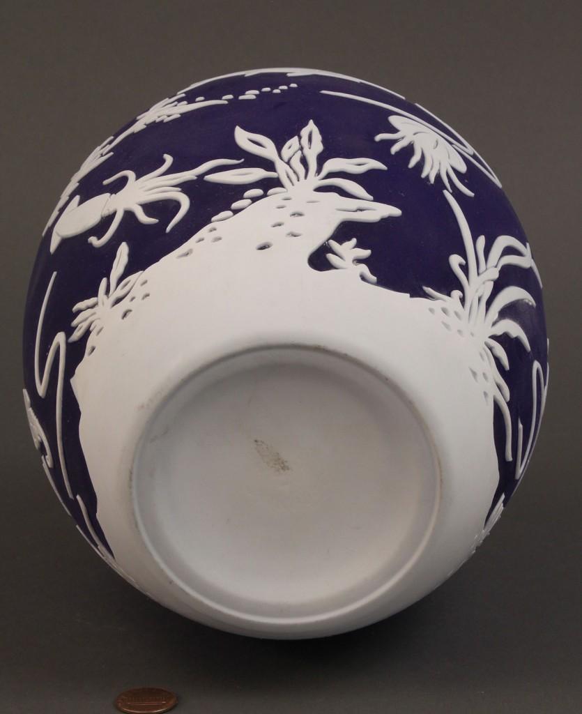 Lot 164: Pilgrim Art Glass Vase