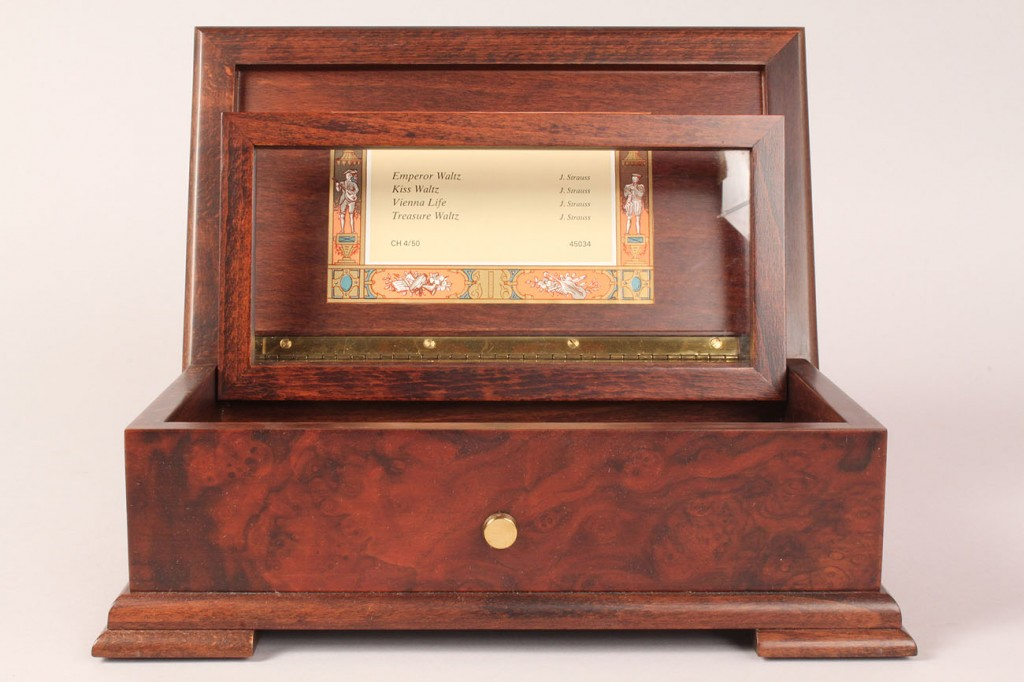 Lot 197: Reuge Inlaid Swiss Music Box, 4 tunes