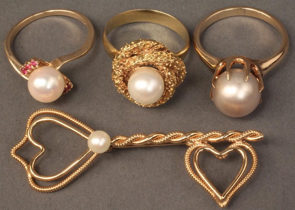 Lot 237: Lot of 4 items incl. 18K & 2 14K Pearl Rings