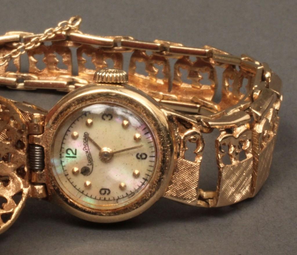 Lot 241: Ladies 14K Lucien Piccard wristwatch