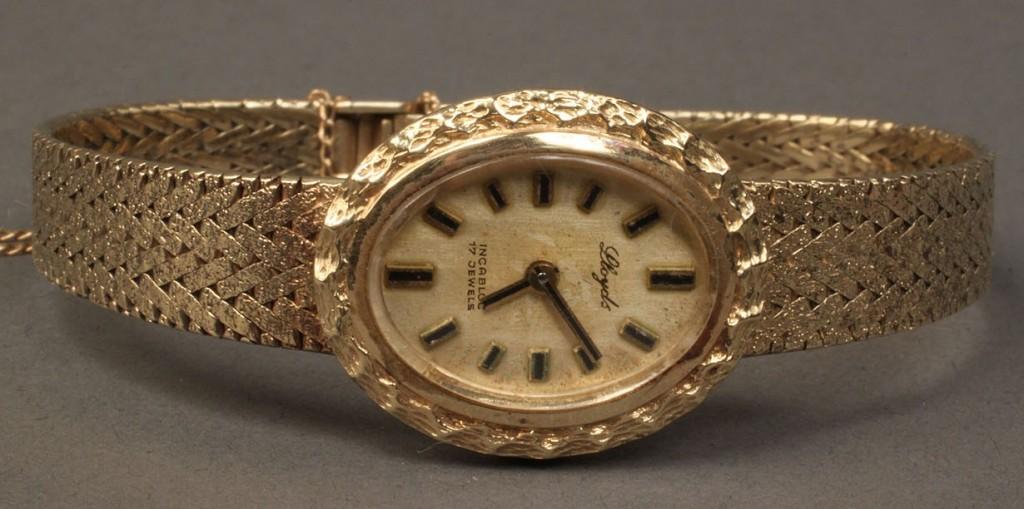 Lot 242: 14K Yellow Gold Ladies Wristwatch